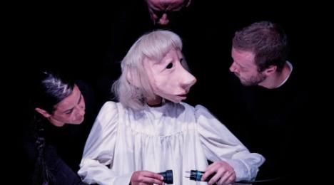Teatro Delusio - Familien Flös